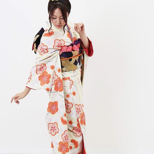 20000円台の振袖レンタル 梅の花の振袖