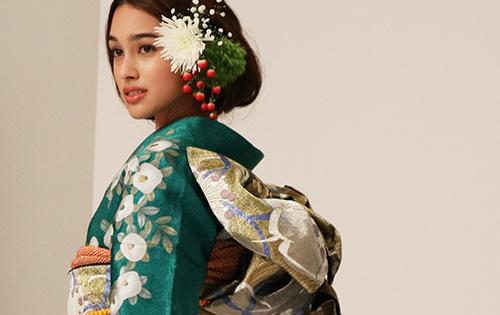 着物に合う生花の髪飾り