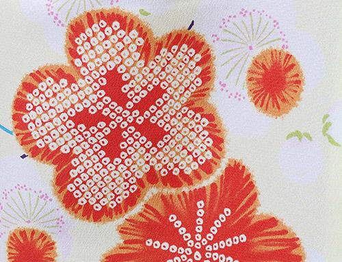 赤い絞りの梅柄 春の着物