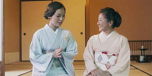 座談する阿久津ゆりえさんと小堀さん