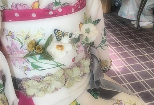 お茶会には着物に花を添えて