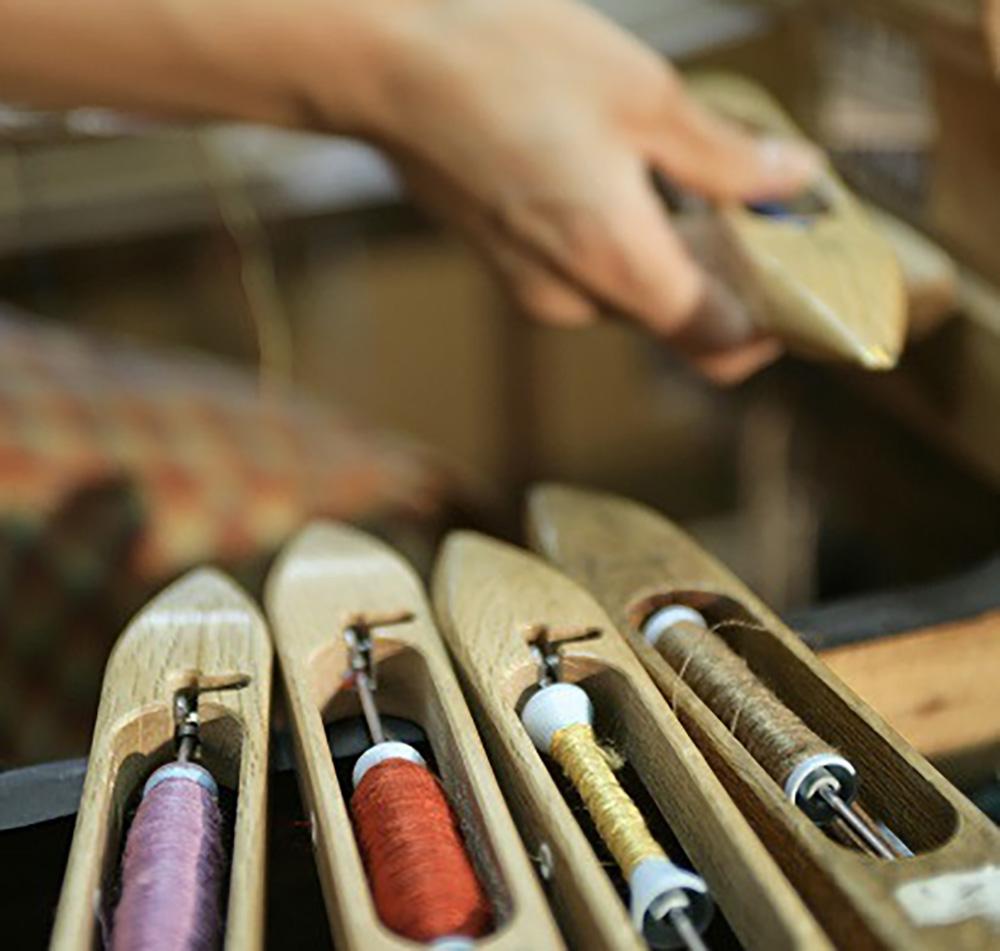 着物の織り作業