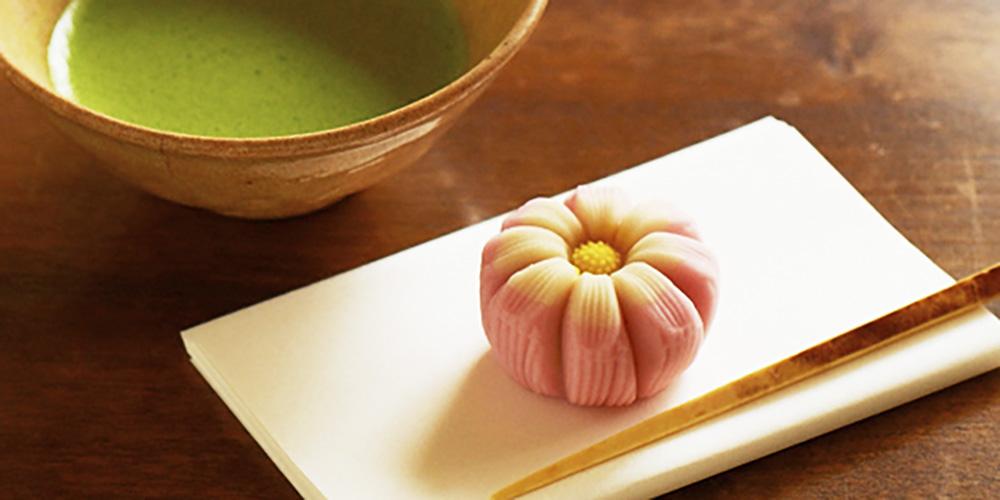 お茶といただく和菓子