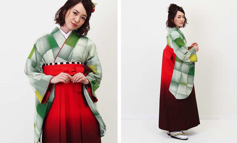 モダンアンテナの卒業式袴レンタル キューブ色違い グリーン 赤のぼかし袴 モデル着用