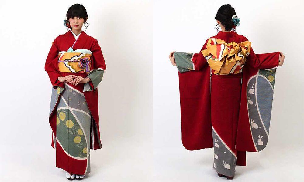 縮緬生地の赤振袖 まんじゅう菊と兎文様 モデル着用