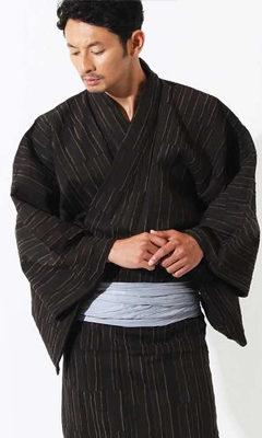 おすすめ浴衣レンタル(男性用) | 縦段模様 焦げ茶_モデル着用