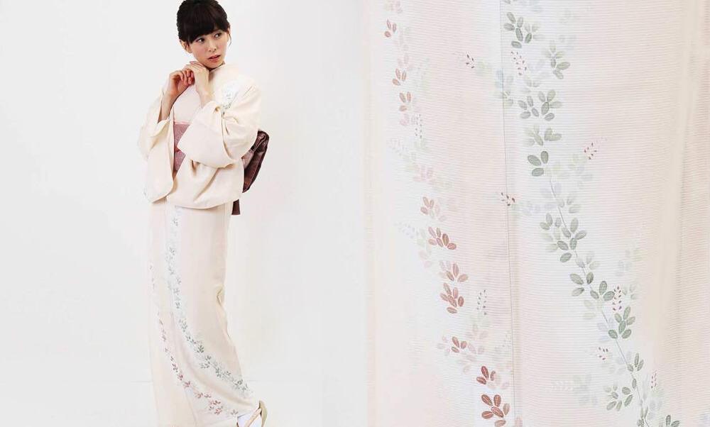 おすすめ夏着物レンタル | 絽 | クリーム色 萩_モデル着用と萩