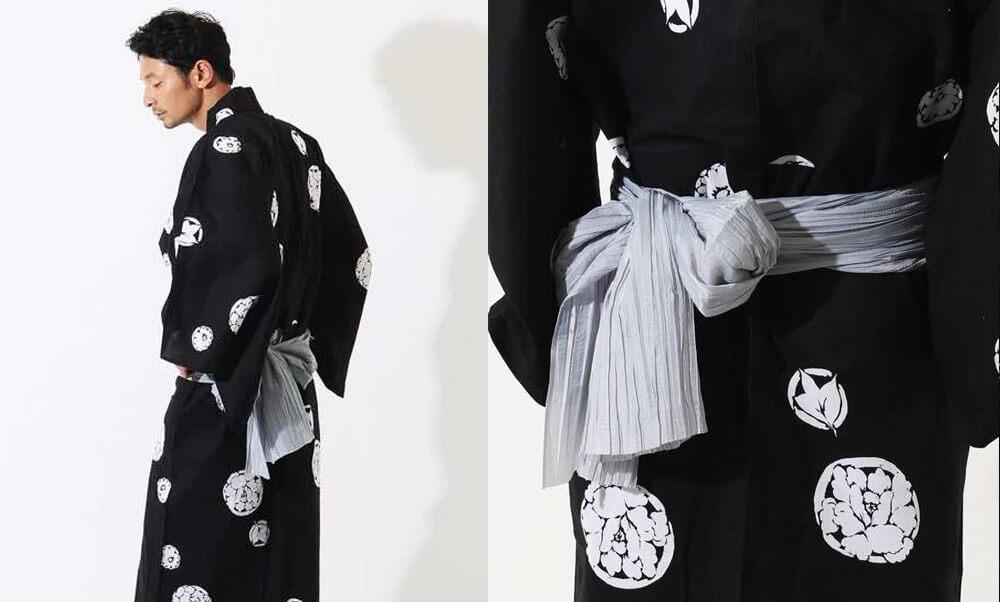 おすすめメンズ浴衣レンタル | 黒地に花小紋_モデル着用と兵児帯