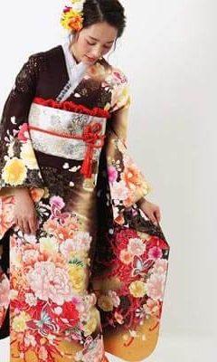 おすすめ振袖レンタル | 茶色地に金色の暈しと乱菊 豪華な花々