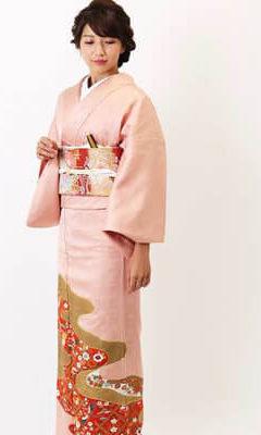 おすすめ留袖着レンタル | ピンク地雲取り (三紋)