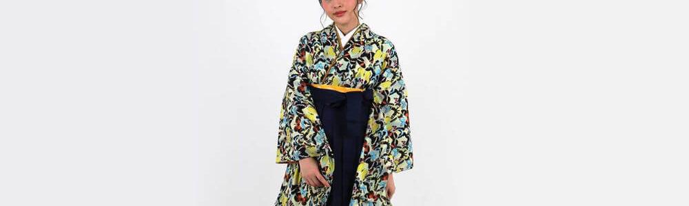 おすすめ卒業式袴レンタル | 淡黄色地にダイヤ柄 様々な蝶の総柄 紺袴