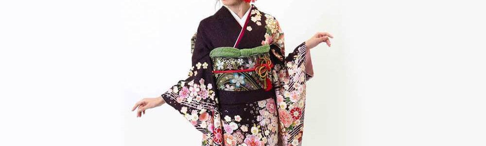 おすすめ振袖レンタル | 焦げ茶に金通し 牡丹と桜に波文様