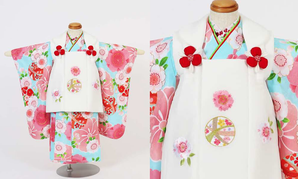 おすすめ七五三(三歳)レンタル | 鞠と花々・水色・赤・クリーム色_水色とピンクの桜 白の被布
