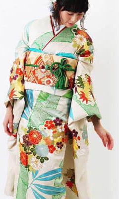 おすすめ振袖レンタル | 淡いクリーム地に竹絞り 菊文様に金刺繍