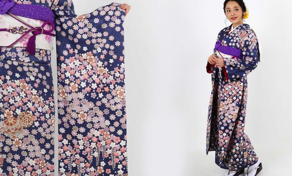 おすすめ振袖レンタル | 紺地に咲き溢れる小花と毬 梅 桜 菖蒲 藤の小花が咲き誇るモダンな振袖