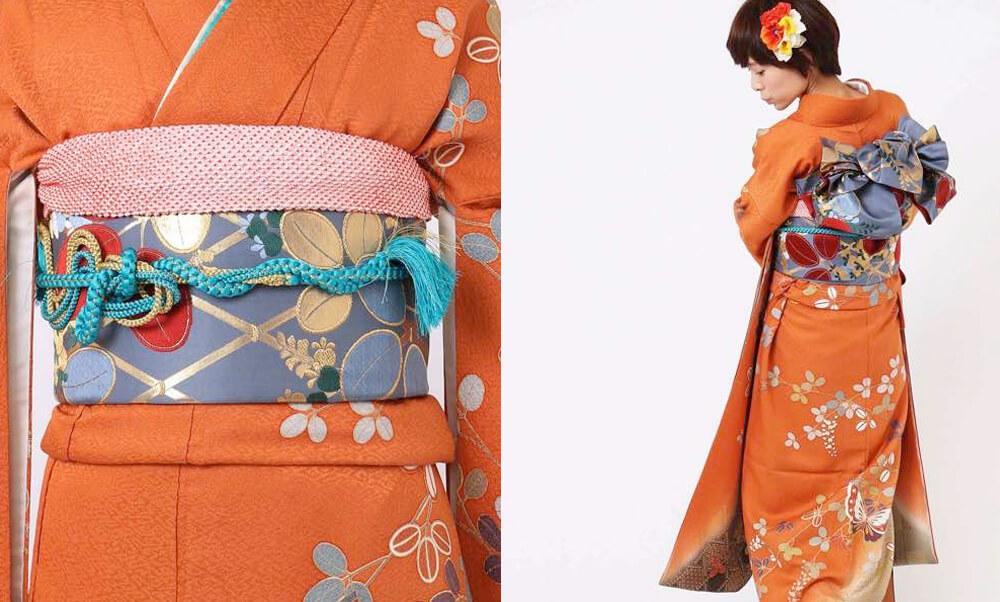 おすすめ振袖レンタル | 金赤蝶舞 オレンジ地に舞う蝶々にブルーグレーのモダンな帯
