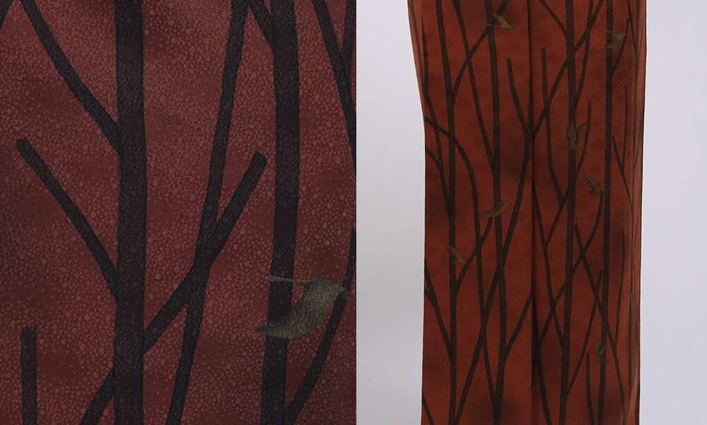 おすすめお洒落着物レンタル | 茶色地に樹木と鳥 赤茶色にモダンテキスタイル木と鳥