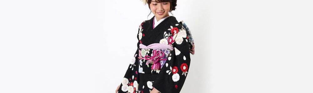 おすすめ振袖レンタル | 黒地に白の裾暈し 桜と鞠模様