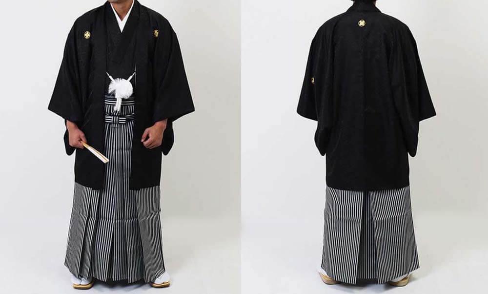 おすすめ羽織袴レンタル | 黒の菱紋羽織に縞袴 男性の第一礼装の着物です