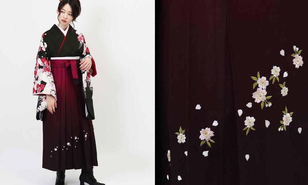 おすすめ卒業式袴レンタル | 深緑百花と桜ぼかし 黒地に臙脂の色暈しの袴に桜の刺繍がかわいい卒業式袴です