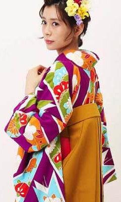 おすすめ卒業式袴レンタル | 紫大矢羽根×山吹袴