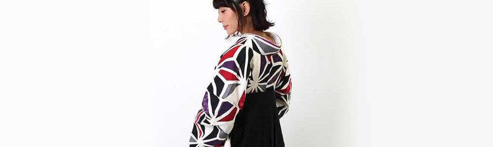 おすすめ卒業式袴レンタル | 白地に三色の麻の葉文様 刺繍入り黒袴