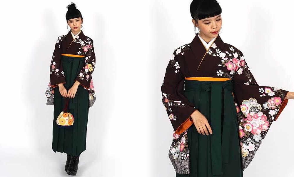 おすすめ卒業式袴レンタル | 焦茶地に桜の花 濃緑袴 大人っぽいアースカラーの着物と袴に鮮やかな差し色がお洒落