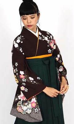 おすすめ卒業式袴レンタル | 焦茶地に桜の花 濃緑袴